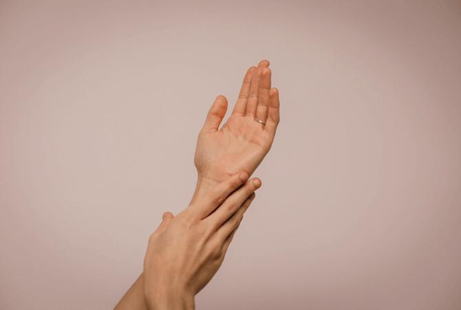 Las manos acostumbran ser un fiel reflejo de nuestra edad